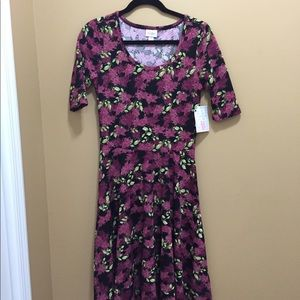LuLaRoe Nicole dress M. NWT. Accepting all offers